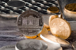Silbermünze-österreichisches philharmonisches mit Münzen Lizenzfreies Stockbild