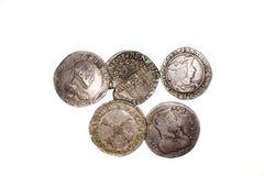 Silbermünzen der Weinlese mit Porträts auf einem weißen Hintergrund Lizenzfreie Stockfotos