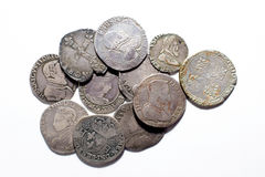 Silbermünzen der Weinlese mit Porträts auf einem weißen Hintergrund Stockbilder