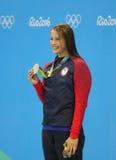 Silbermedaillengewinner Kathleen Baker von Vereinigten Staaten während der Medaillenzeremonie nach Frauen ` s 100m Rückenschwimme Stockfotos