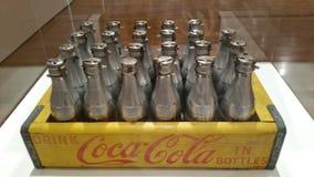 Silberne Colaflaschen stockbild