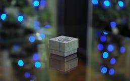 Silberne Geschenkbox mit Lichtern Lizenzfreies Stockfoto