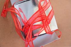 Silberne Geschenkbox Silberne Geschenkbox Lizenzfreie Stockfotografie