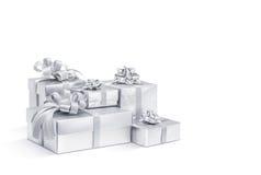 Silberne Geschenkboxen der Feier lokalisiert auf weißem Hintergrund Stockfoto