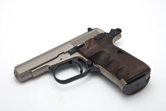 Silberne Gewehr auf weißem Hintergrund Stockbilder