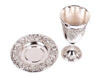 Silberne kiddush Weintasse und untertasse auf weißem Hintergrund Stockfotografie