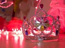 Silberne Krone in einem bunten Hintergrund Stockbild