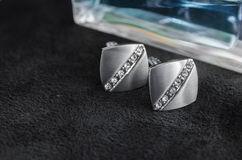 Silberne Manschettenknöpfe mit Edelsteinen Stockfotografie