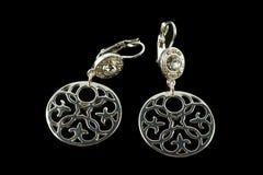Silberne Ohrringe mit Kristallen Lizenzfreies Stockbild
