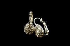 Silberne Ohrringe mit Kristallen Lizenzfreie Stockfotos