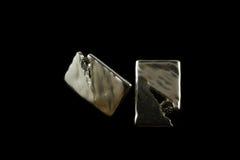 Silberne Ohrringe mit Kristallen Stockfotografie