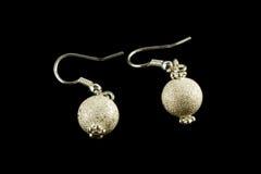 Silberne Ohrringe mit Kristallen Stockbild