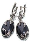 Silberne Ohrringe mit schwarzem Achat Stockfotos