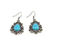 Silberne Ohrringe mit Türkis-Perlen Stockbild