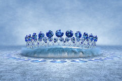 Silberne Sapphire Crown Lizenzfreie Stockbilder
