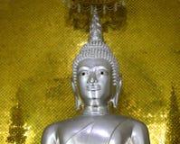 Silberne Statue Buddhas Stockfoto