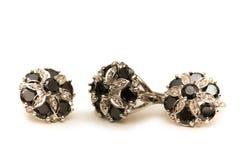 Silberne Steine der Ohrringe getrennt auf Weiß Stockbilder