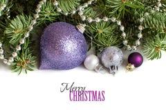 Silberne und purpurrote Weihnachtsverzierungen Stockfotografie
