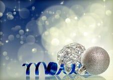 silberne Weihnachtsbälle lizenzfreie stockbilder