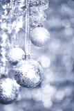 Silberne Weihnachtsdekorationen Stockfoto