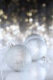 Silberne Weihnachtskugel Stockfotos