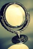 Silberner antiker Spiegel Stockbilder
