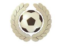 Silberner Fußball im silbernen Lorbeerkranz Stockbilder