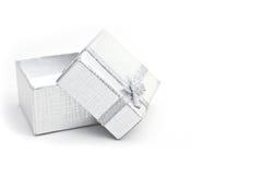 Silberner Geschenkkasten Stockfotos