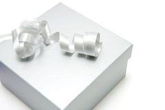 Silberner Geschenkkasten Stockbilder
