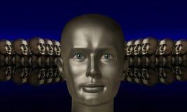 Silberner Kopf angegrenzt durch andere Köpfe Stockfoto