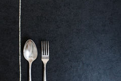 Silberner Löffel und Gabel mit Perlen Lizenzfreie Stockbilder