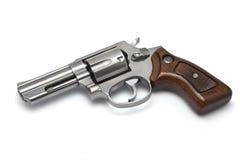 Silberner Revolver auf weißem Hintergrund Stockfoto