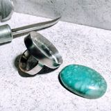 Silberner Ring bereit zur Einstellung Stockbilder