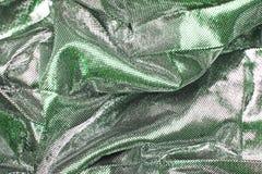 Silberner silk Designhintergrund Seidiges Gewebestoffdesigner-Kleidermaterial als Beschaffenheitshintergrund Musternahaufnahme Lizenzfreies Stockfoto