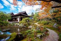 Silberner Tempel Japan Stockfotos