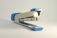 Silberner und blauer Hefter stockbild