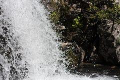 Silberner Wasserfall, Abschluss oben Stockfoto