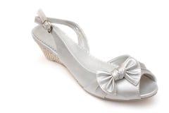 Silberner weiblicher Schuh lokalisiert Stockfoto