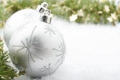 Silberner Weihnachtsflitter. Stockbild