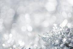 Silberner Weihnachtshintergrund stockfoto
