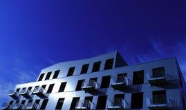 Silbernes Gebäude Lizenzfreie Stockfotos