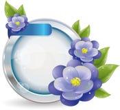 Silbernes Kreisfeld mit violetten Blumen Stockfotos