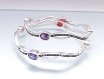Silbernes Luxusarmband stockbild