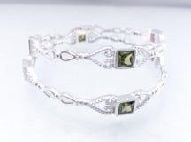 Silbernes Luxusarmband stockfoto