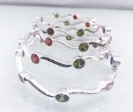 Silbernes Luxusarmband stockbilder