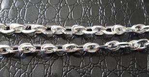 Silbernes Luxusarmband lizenzfreie stockbilder
