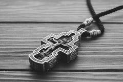 Silbernes orthodoxes Kreuz lizenzfreie stockbilder