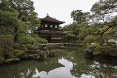 Silbernes Pavillion im japanischen Zengarten in Kyoto Lizenzfreies Stockbild