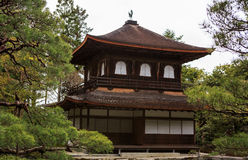 Silbernes Pavillion im japanischen Zengarten in Kyoto Stockbilder