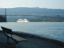 Silbernes Schatten-Kreuzschiff stockbild